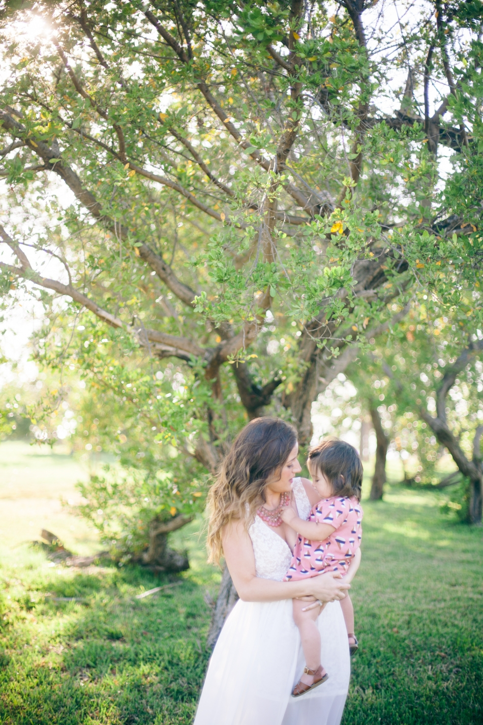 outdoor natural light family photos in south florida